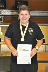 Stefan Max Holl Sieger KK Sportpistole mit 562 Ringen